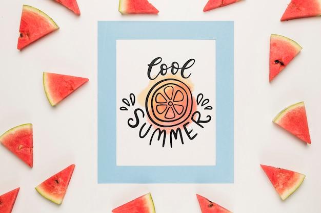 Maquete de cartão de papel plana leigo com frutas de verão Psd grátis