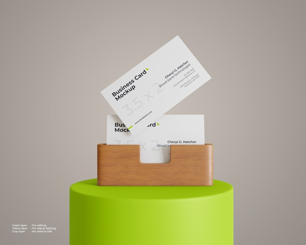 Maquete de cartão de visita com suporte de madeira no pódio Psd Premium