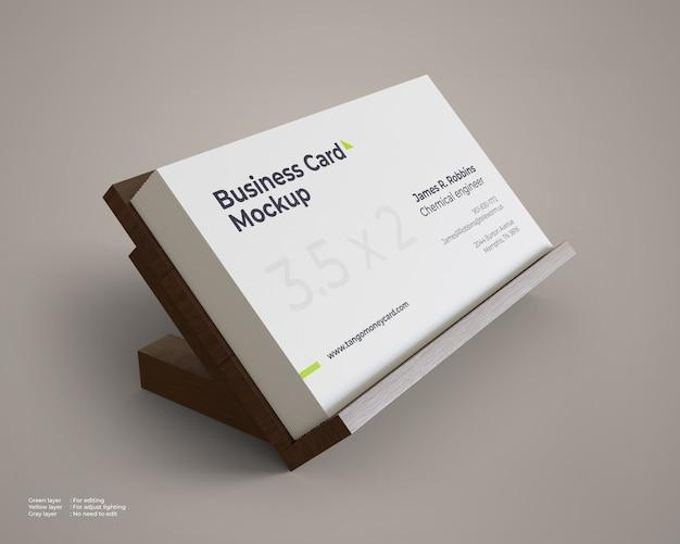 Maquete de cartão de visita com suporte de madeira Psd Premium
