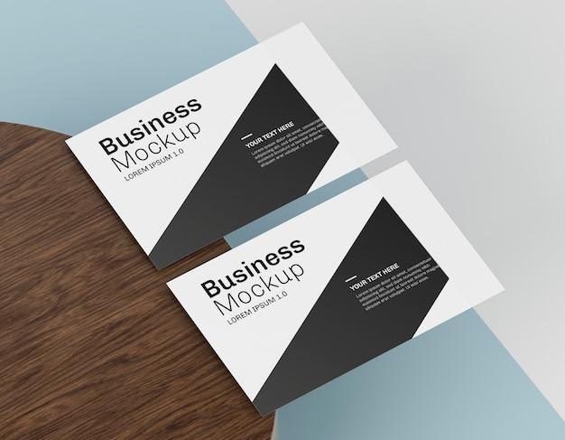 Maquete de cartão de visita na mesa Psd grátis