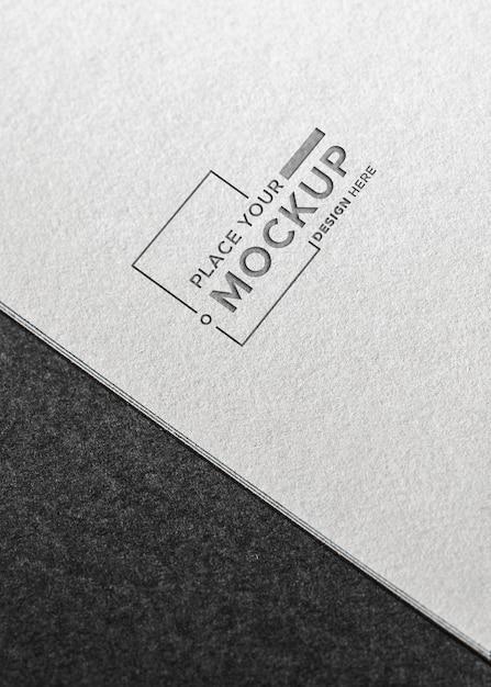 Maquete de cartão de visita plana leigos em fundo cinza Psd grátis