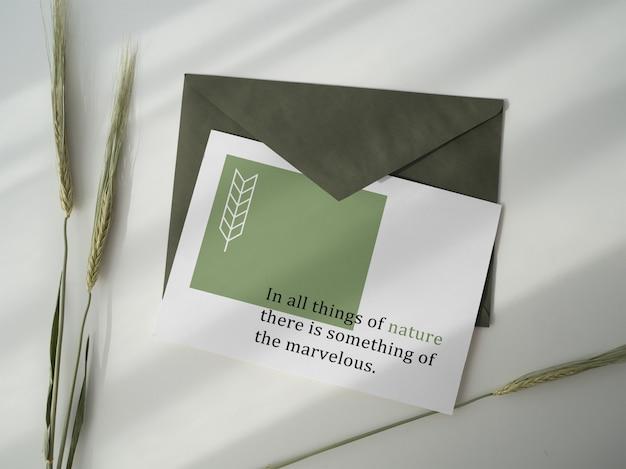 Maquete de cartão postal e envelope Psd Premium