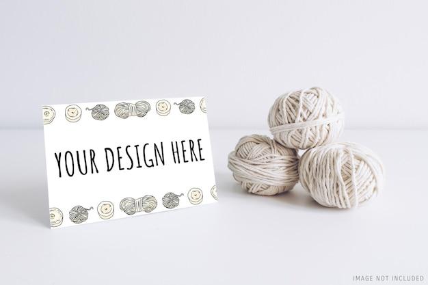 Maquete de cartão postal horizontal com fio branco Psd Premium