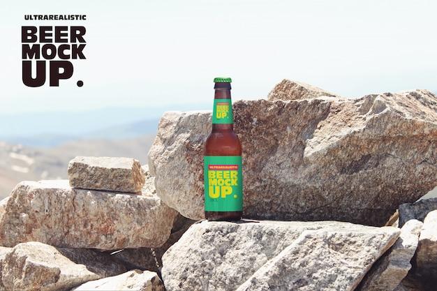 Maquete de cerveja de natureza de pedra Psd Premium