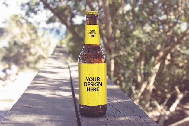 Maquete de cerveja de passarela de praia Psd Premium