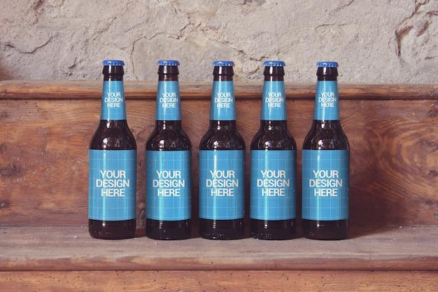 Maquete de cerveja de prateleira de madeira Psd Premium