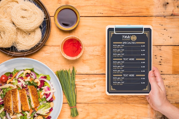 Maquete de conceito de comida tailandesa Psd grátis