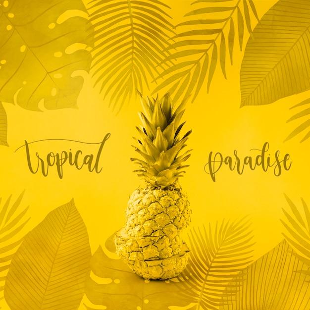 Maquete de copyspace amarelo para com abacaxi Psd grátis