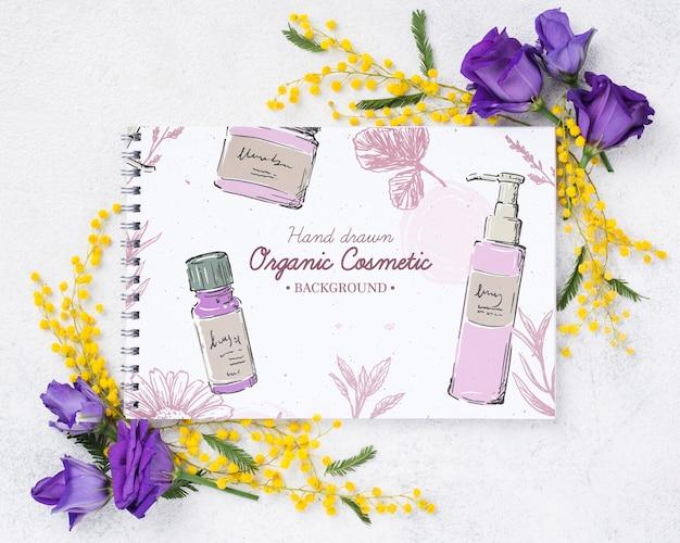 Maquete de cosméticos vista superior com flores Psd grátis