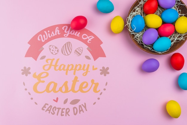 Maquete de dia de páscoa com ovos coloridos Psd grátis