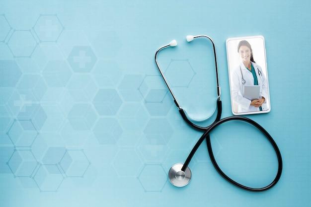 Maquete de dispositivo móvel e estetoscópio Psd Premium