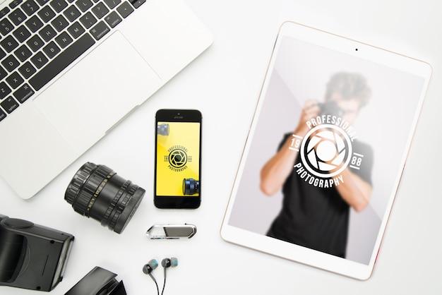 Maquete de dispositivos de tecnologia com conceito de fotografia Psd grátis
