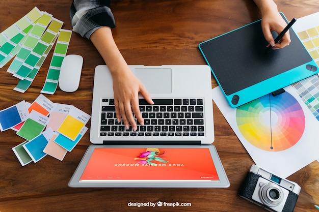 Maquete de exibição de designer gráfico Psd grátis