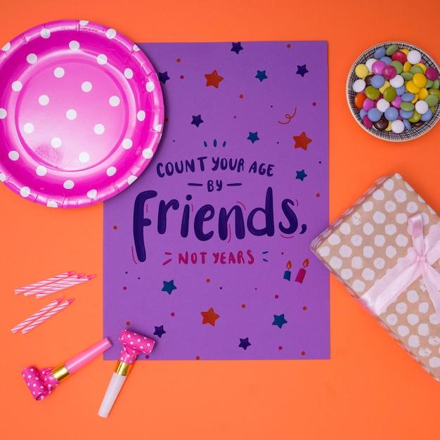 Maquete de feliz aniversário conte sua idade por amigos Psd grátis