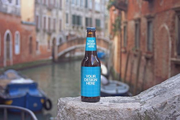 Maquete de garrafa de cerveja de cruzeiro de canal Psd Premium