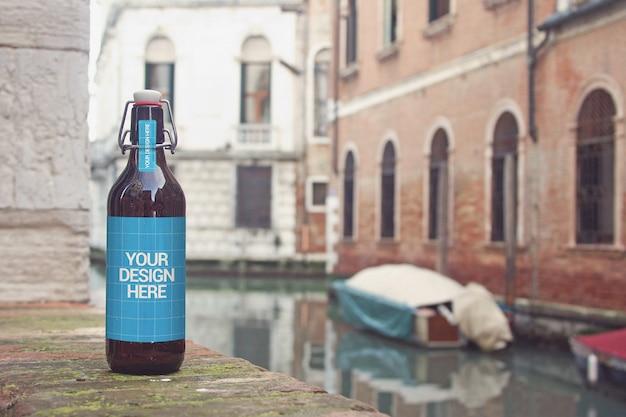 Maquete de garrafa de cerveja do canal Psd Premium