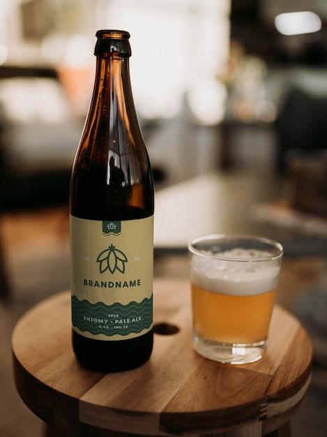 Maquete de garrafa de cerveja Psd Premium