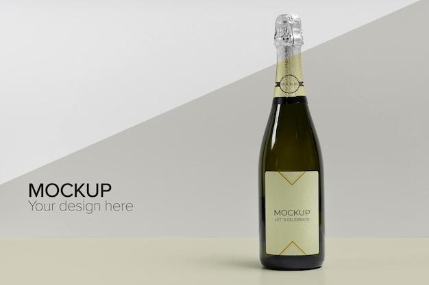 Maquete de garrafa de champanhe com sombra Psd grátis