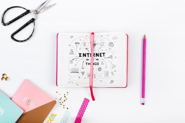 Maquete de livro aberto no estilo feminino rosa Psd grátis