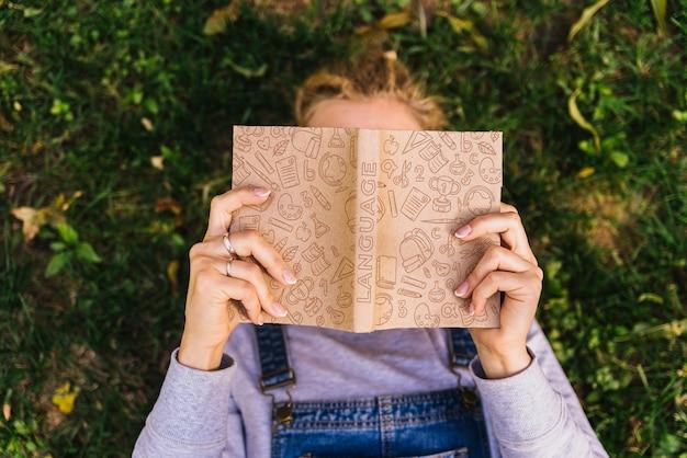Maquete de livro para o dia da alfabetização Psd grátis