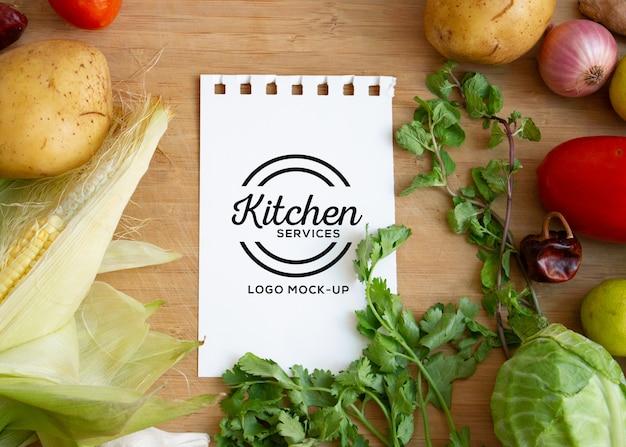 Maquete de logotipo de fazenda e comida Psd Premium
