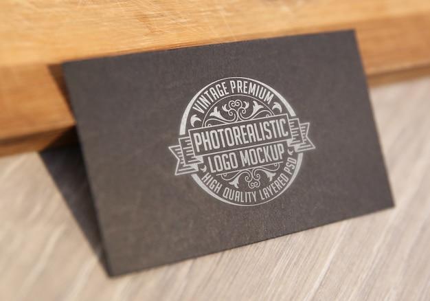 Maquete de logotipo fotorrealista premium vintage - arquivo psd de mock-up de logotipo em camadas de alta qualidade Psd Premium