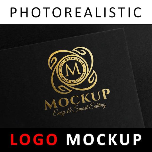 Maquete de logotipo - logotipo de estampagem de folha dourada no cartão preto Psd Premium