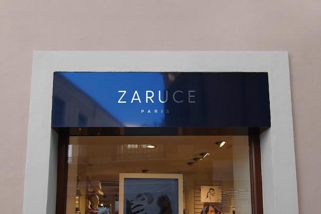 Maquete de logotipo para fachada azul reflexiva moderna Psd grátis