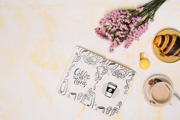 Maquete de notebook com conceito de primavera Psd grátis