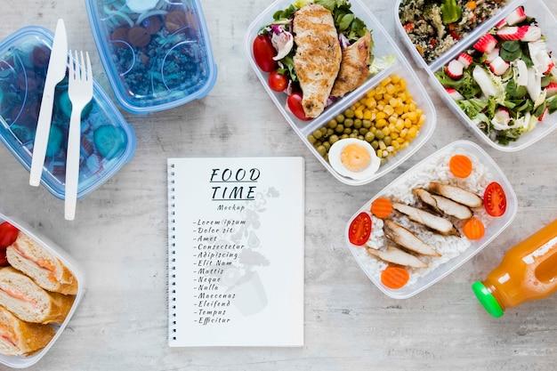 Maquete de notebook com preparação de refeições Psd grátis