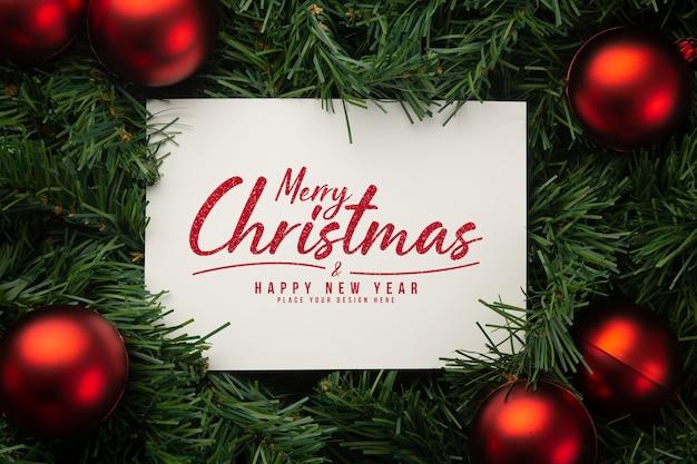 Maquete de papel de feliz natal com decoração de folhas de pinheiro Psd Premium