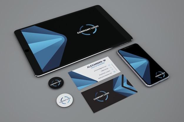 Maquete de papelaria com tablet e smartphone Psd grátis
