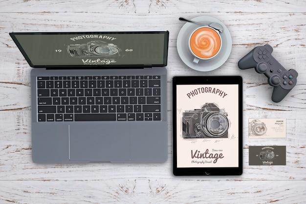Maquete de papelaria de cima com o conceito de fotografia Psd grátis