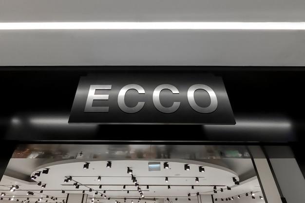 Maquete de prata 3d brilhante logotipo cadastre-se em perspectiva acima da entrada da loja Psd Premium