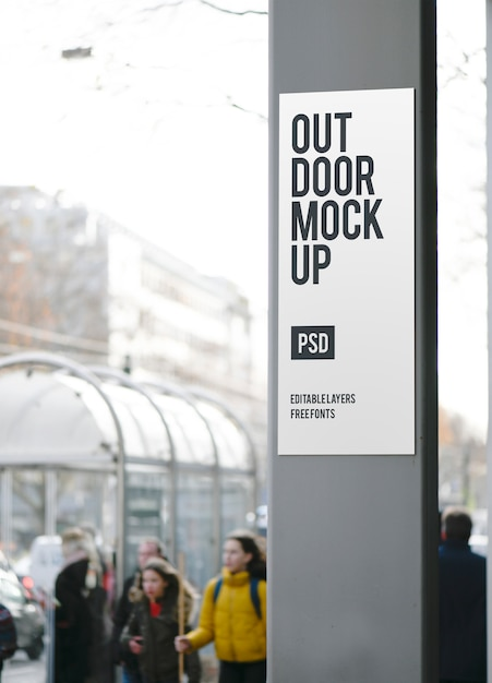 Maquete de publicidade de rua vertical Psd Premium