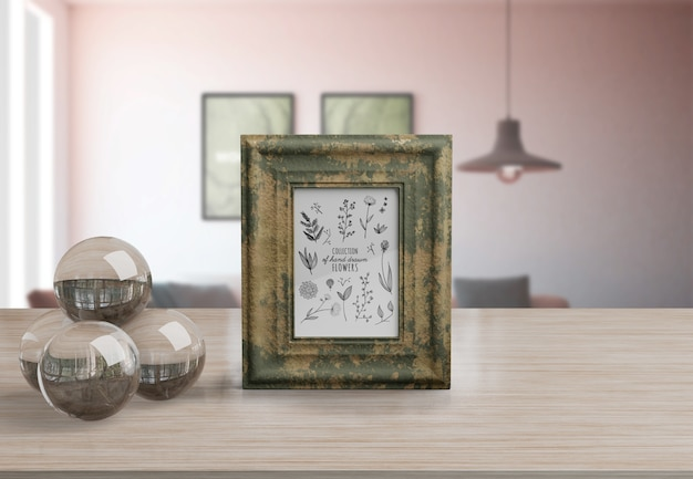 Maquete de quadro decorativo na mesa em casa Psd grátis