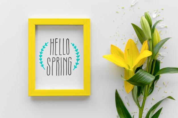 Maquete de quadro plana leigo com flores da primavera Psd grátis