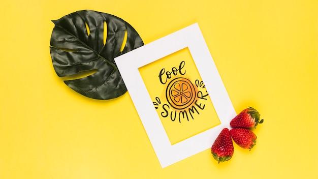 Maquete de quadro plana leigo com frutas de verão Psd grátis