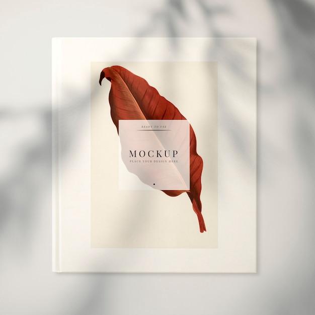 Maquete de revista com uma folha Psd grátis