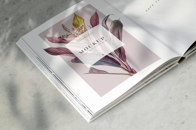 Maquete de revista floral com espaço em branco Psd grátis