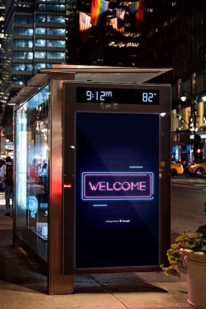 Maquete de sinal de boas-vindas em neon Psd grátis