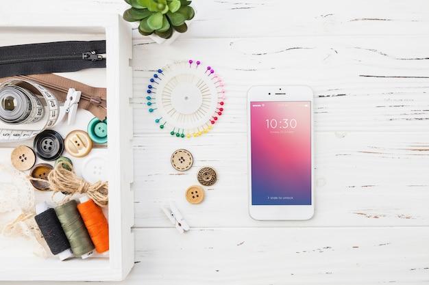 Maquete de smartphone com conceito de costura Psd grátis