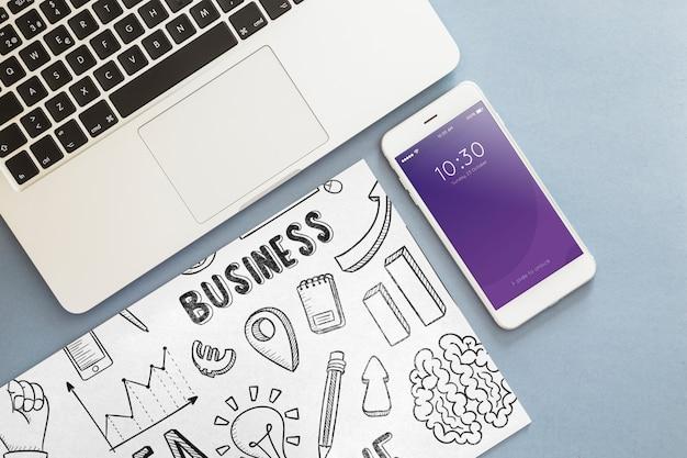 Maquete de smartphone com elementos de escritório Psd grátis