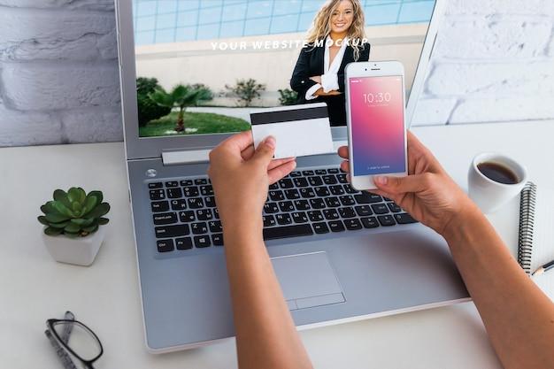 Maquete de smartphone com laptop Psd grátis