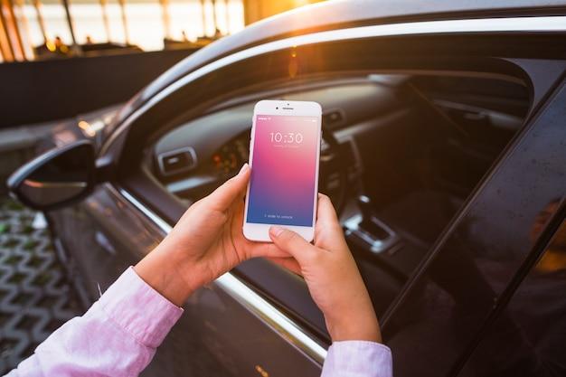 Maquete de smartphone com o conceito de carro Psd grátis