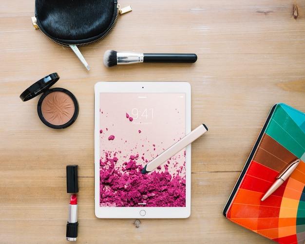 Maquete de tablet com conceito cosmético Psd grátis