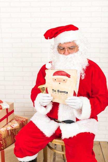 Maquete de venda de natal com papai noel Psd grátis