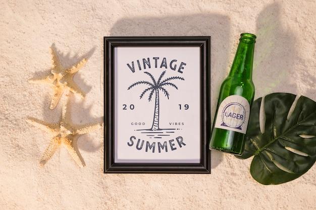 Maquete de verão com estrela do mar e uma cerveja Psd grátis