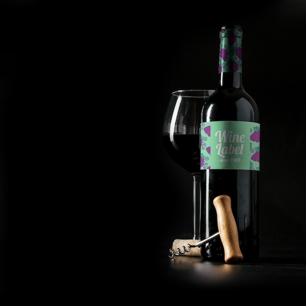 Maquete de vinho com copyspace à esquerda Psd grátis