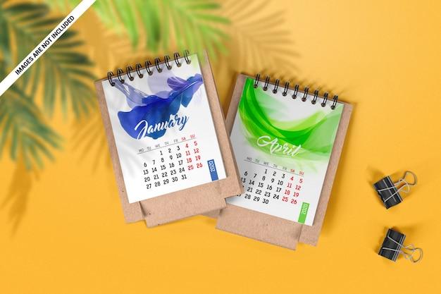 Maquete de vista superior de dois mini calendários de mesa Psd Premium